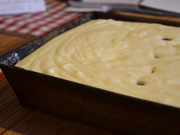 idealne wypieczone ciasto na blaszce